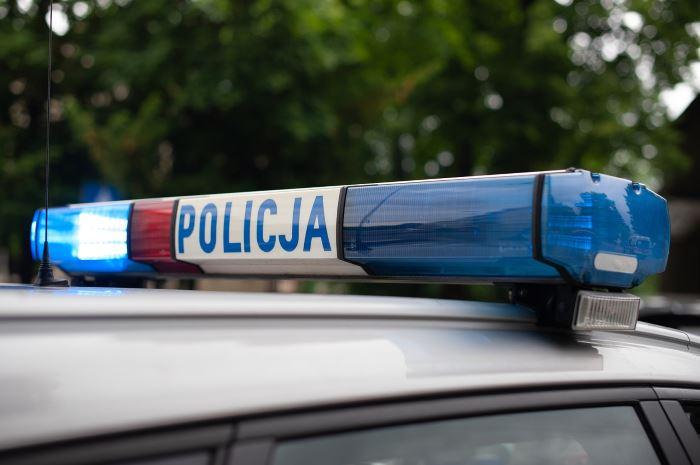 Policja Olkusz: 21-latek nie posiadał uprawnień, spowodował wypadek drogowy.
