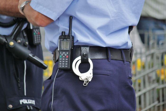 """Policja Olkusz: Piątkowy przepis drogowy. Odc. 27 – """"Zakaz wyprzedzania"""""""